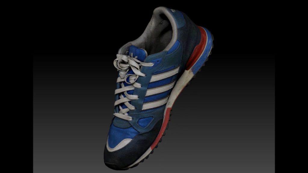 Der 3D-CT-Scan des Adidas-Schuhs und die Photogrammetrie zur Erstellung eines 3D-Farbmodells werden fusioniert.