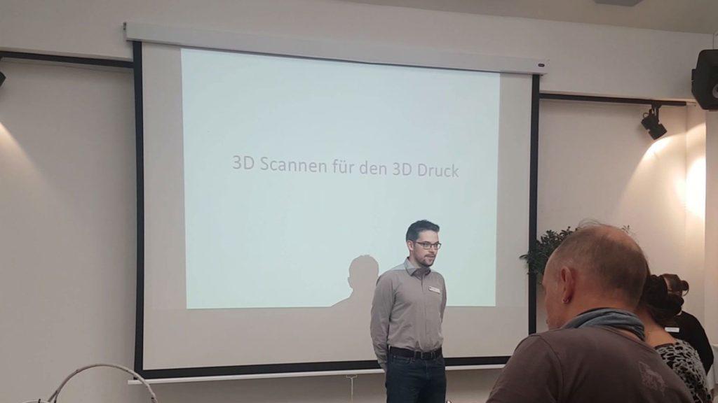 Swann Rack hält einen Vortrag über 3D-Scannen im Sustainable Desing Center.