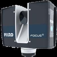 Der Faro Fokus S Laserscanner ist auf ein Stativ montiert.