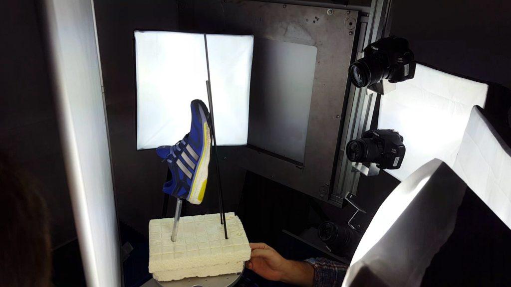 Im 3D-CT-Scanner befindet sich eine Photogrammetrie-Kameraausrüstung.