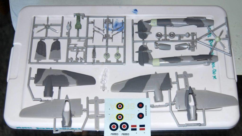 Das ist der Modellbausatz des Flugzeugs Westland Whirwind.