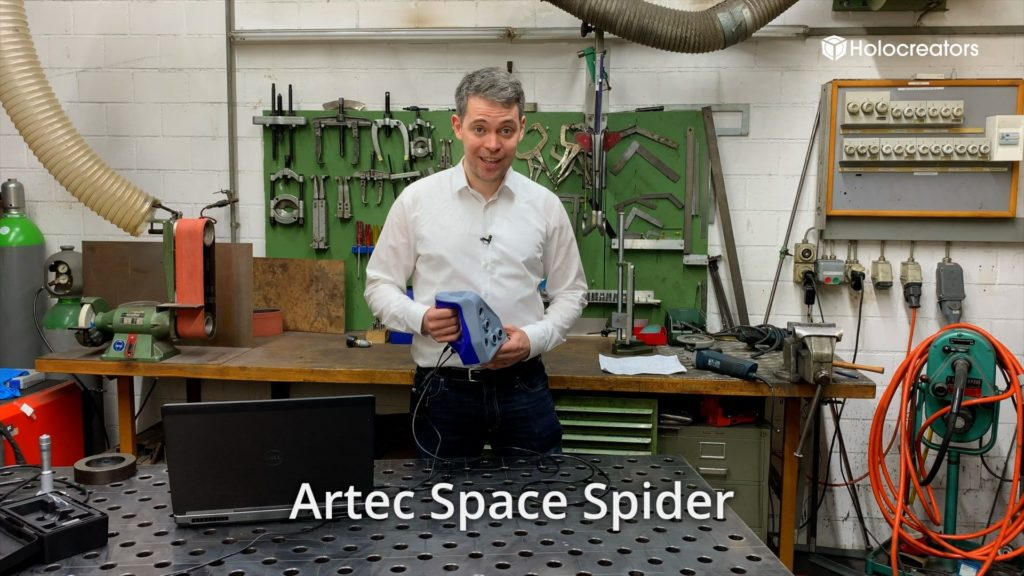 Swann Rack is explaining the features of the Artec Space Spider