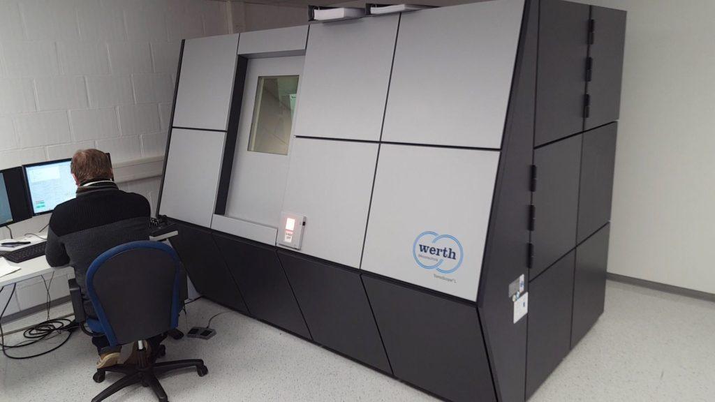 Das ist der 3D-CT-Scanner Tomoscope I von Werth.